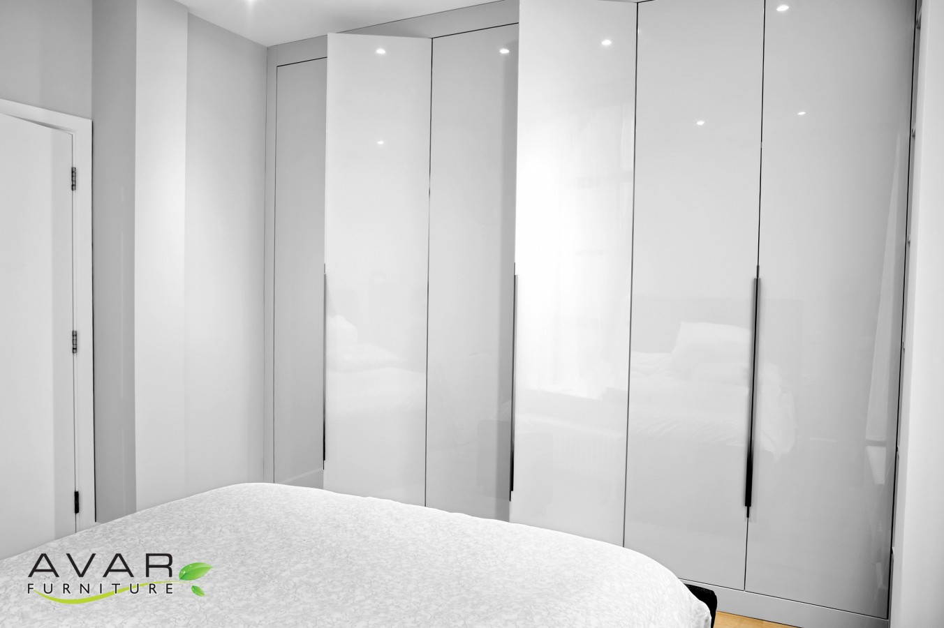 Fitted wardrobe ideas gallery 19 north london uk for Modern furniture london uk